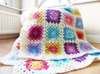 Traditional-Granny-Square-Blanket-Free-Crochet-Pattern